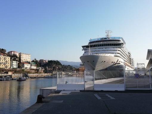 Coronavirus: Costa Luminosa, proseguono sbarchi protetti, in 72 ore completate operazioni per tutti i passeggeri