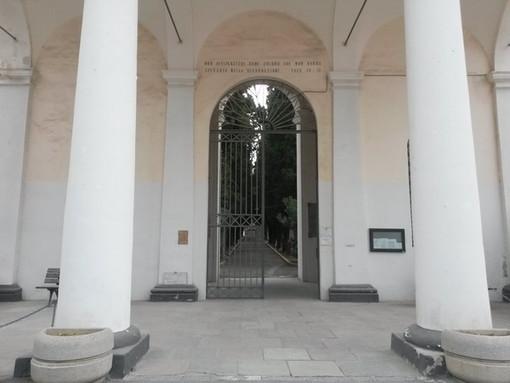 Imperia: area antistante il Cimitero al buio e fondi per il parco di Castelvecchio, la mail di una lettrice