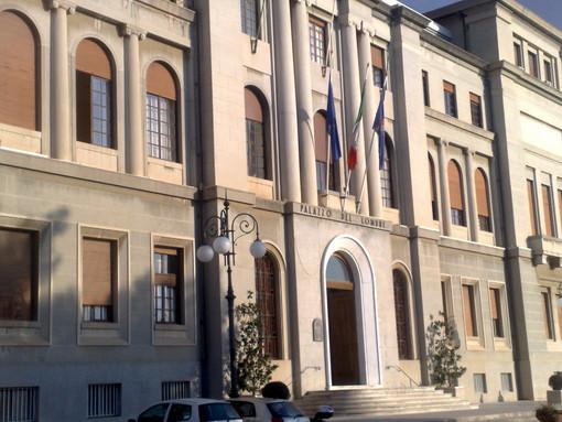 Imperia: questa sera facciata del Comune illuminata con i colori della bandiera francese