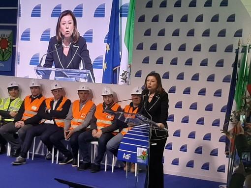 """Concessioni autostradali: da Savona le garanzie del Ministro De Micheli """"Non indietreggiamo, tempi necessari per fare le cose per bene"""" (Video)"""
