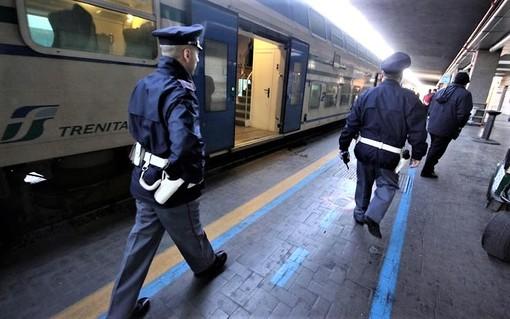 In fuga verso la Francia, la Polfer ad Albenga rintraccia ed arresta un giovane ricercato per droga