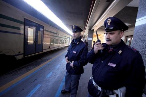 Incendio notturno al Parco Roya di Ventimiglia: la polizia ferroviaria denuncia un cittadino straniero