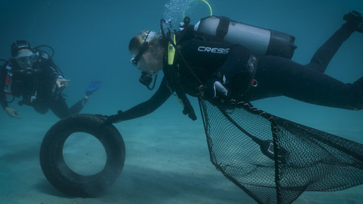 Ambiente, al via il primo progetto italiano per trovare, documentare e rimuovere i rifiuti sottomarini
