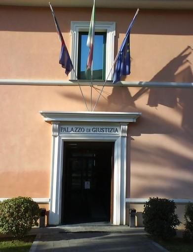 Imperia: fecero il saluto romano a una commemorazione, assolti perché il fatto non costituisce reato