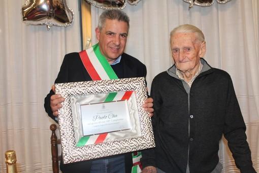 Aquila d'Arroscia: venerdì scorso il centesimo compleanno di Paolo Cha, un secolo festeggiato insieme a tutta la sua comunità (foto)