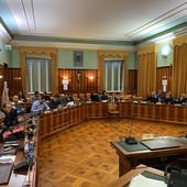 Una delle ultime assemblee di Rivieracqua nella sala del consiglio comunale