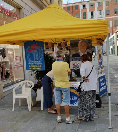 Elezioni Regionali: in piazza San Giovanni a Imperia un banchetto del candidato Antonio Bissolotti