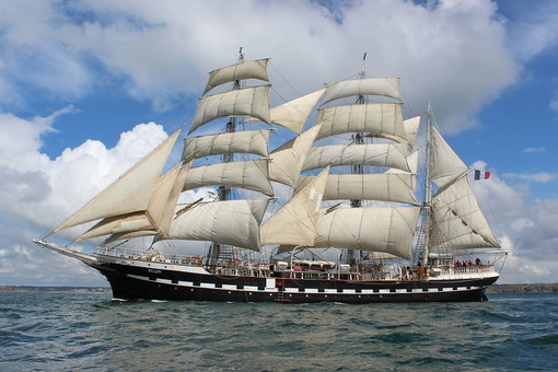 Il veliero Belem in rada a Cannes