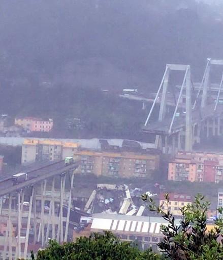 Genova: viadotto Polcevera crollato questa mattina, soccorsi in atto ma probabilmente ci sono molti morti (Foto e Video)