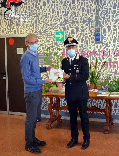 Imperia: i militari del Comando Provinciale consegnano al 'Viesseux' il libro 'La Grande Guerra dei Carabinieri' (Foto)