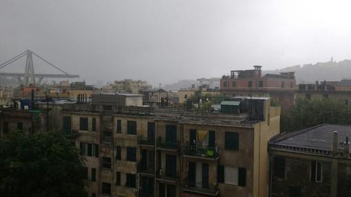 Drammatico crollo del ponte autostradale a Genova: decine di uomini e mezzi dei Vigili del Fuoco partiti dall'imperiese