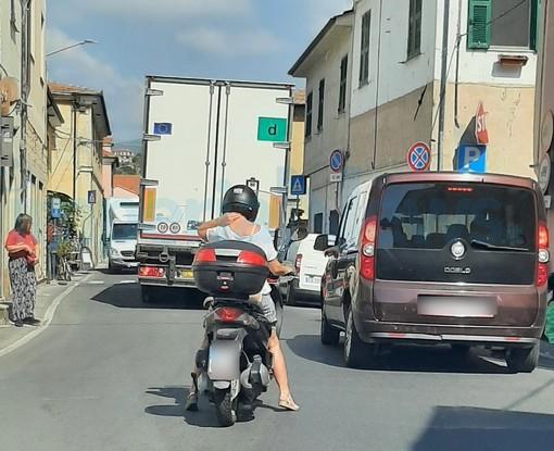 Imperia: lunghe code e ingorghi stradali ogni giorno a Caramagna, la protesta di un lettore (Foto)