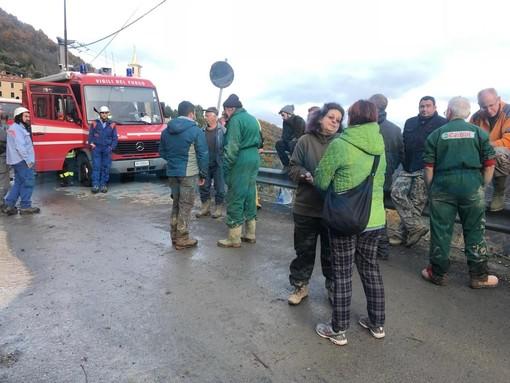 Rezzo: si muove ancora la frana a Cenova, evacuati i 20 residenti rimasti e via anche i soccorritori (Foto)