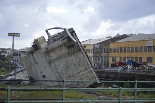 Ieri il crollo del viadotto sul Polcevera: quel raddoppio del ponte sfumato negli anni Novanta