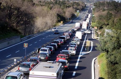 Secondo weekend di agosto: per domani, domenica e Ferragosto traffico sull'autostrada da 'bollino nero'