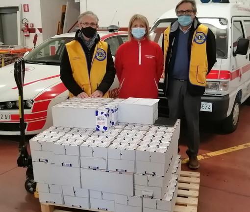 Il Lions Club Imperia Host vicino a chi ha bisogno: donati 400 litri di latte consegnati alla Croce Rossa