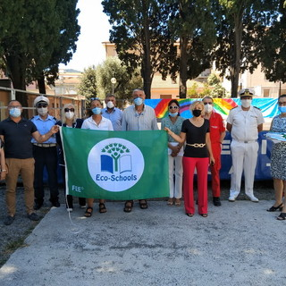 Diano Marina: consegnate ieri mattina le quattro 'Bandiere Verdi' alle scuole pubbliche (Foto)