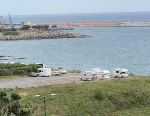 """Imperia: molti camper già ieri nella zona di San Lazzaro, un lettore """"Serve più regolamentazione"""" (Foto)"""