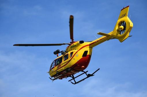 Escursionista bloccato sul monte Faudo: infreddolito ma sta bene, soccorso con l'elicottero del 118