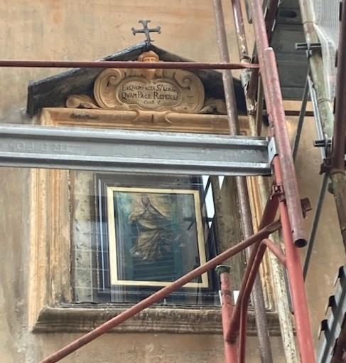 L'edicola votiva tra via De Tommaso e via Garibaldi