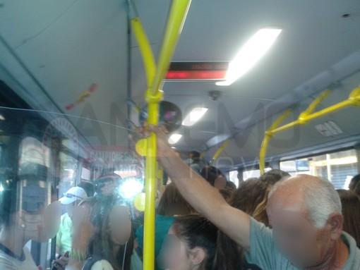 Disservizi bus della Riviera Trasporti, utente chiede una forte presa di posizione