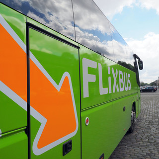 FlixBus amplia il servizio lungo la Riviera di Ponente: collegate per tutta l'estate 20 località balneari