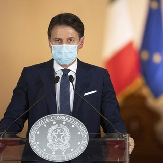 Coronavirus, il Governo lavora al nuovo Dpcm. Sarà un Natale di 'rigore': No allo spostamento tra Regioni e niente 'sconto' sul coprifuoco