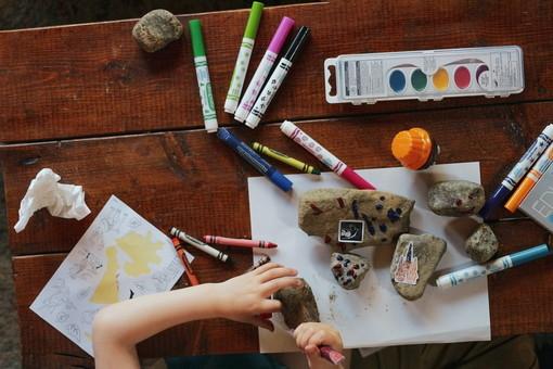 Imperia: ieri a Montegrazie la seconda domenica del laboratorio di inglese e collage per bambini