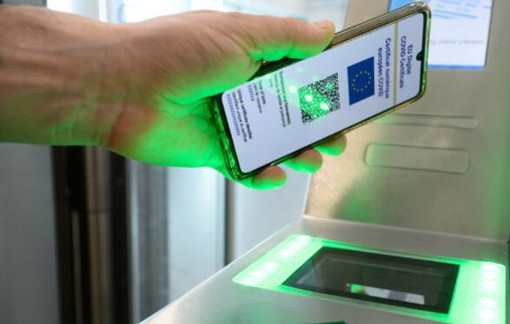 Green pass, il presidente del consiglio Mario Draghi firma il decreto, ecco come ottenerlo