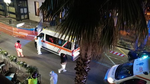 Cronavirus ad Alassio: altre tre persone trasportate dall'hotel 'Bel Sit' al San Martino di Genova (Foto e Video)