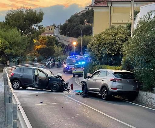 Incidente su Capo Mimosa, traffico ancora fermo sull'Aurelia: automobilisti inferociti