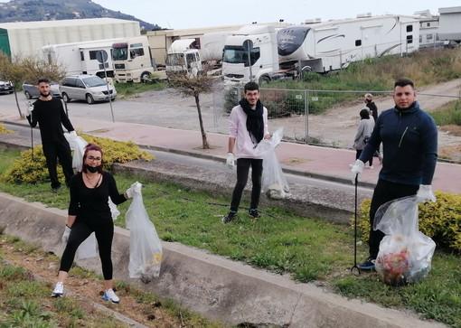 Imperia: giovani impegnati nella pulizia del Parco urbano, alcune riflessioni di Susanna Bernoldi (Aifo)
