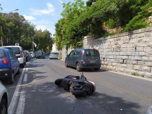 Imperia: sbuca una moto contromano in viale Matteotti e provoca un incidente, indagini in corso (Foto)
