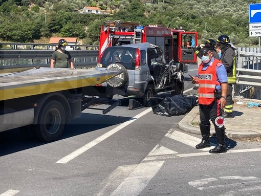 Pontedassio: perde il controllo dell'auto e finisce contro il guard-rail sulla SS28, morta una donna (Foto)