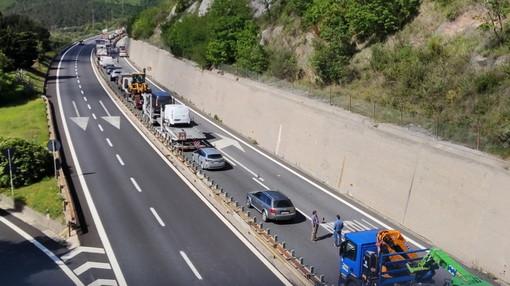 Autostrada dei Fiori: incidente all'altezza di Pietra Ligure, tre veicoli coinvolti e A10 chiusa (Foto)