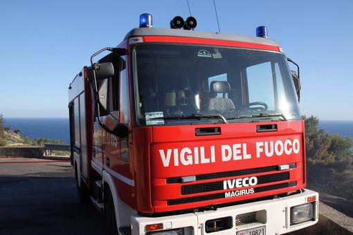 Lingueglietta: piccolo incendio di sterpaglie in mattinata, intervento di Vigili del Fuoco e Volontari