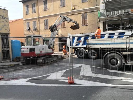 Imperia: chiusa al traffico da oggi via Garessio, iniziati i lavori sulla rete fognaria (Foto)