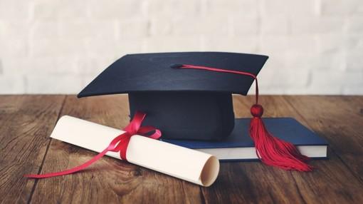 La studentessa imperiese Lidia Tamassia si è oggi laureata in Management ed Economia con 110 e lode