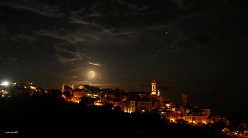 La 'luna blu' nel cielo di Cervo