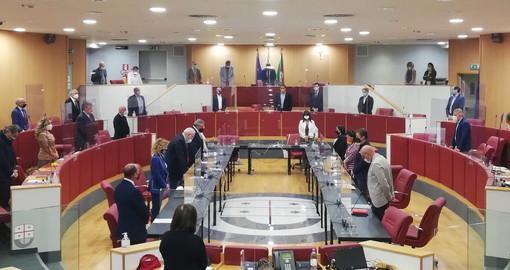 Il Consiglio Regionale è iniziato oggi con un minuto di silenzio per condannare la violenza sulle donne
