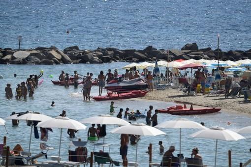 """Turismo, l'assessore regionale Gianni Berrino: """"Chiesto al ministro di ridurre lo spazio tra gli ombrelloni in spiaggia"""" (Video)"""