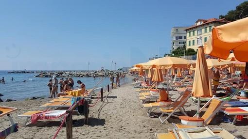 Ecco le linee guida Inail per bar e ristoranti: 2 metri di distanza nei locali e sulle spiagge ombrelloni a 5 metri