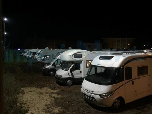 """Diano Marina: camper in un parcheggio abusivo, il Sindaco """"Già fatti rimuovere, ora capiremo cosa è successo"""""""