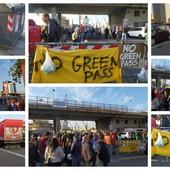 """Green pass, quarto giorno di protesta dei portuali, un lavoratore: """"Resto fino al 31 dicembre, per vivere mi venderò l'auto"""" (Foto)"""