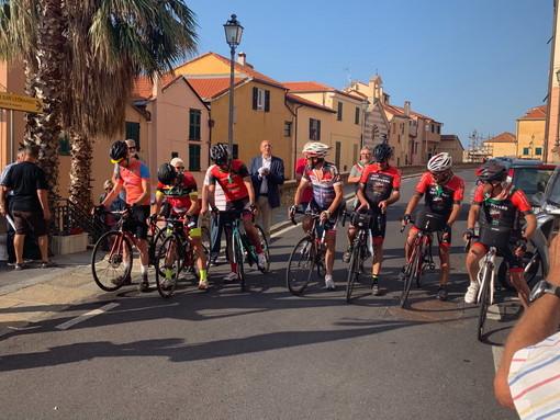 Imperia: partita questa mattina la 'Pedalata resistente', viaggio in bici tra Liguria e Piemonte (Foto)
