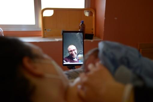 Al San Martino di Genova il primo parto in diretta streaming: è nata oggi la piccola Emilia (Video)