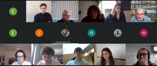 I ragazzi dell'istituto 'Ruffini' impegnati nella sfida di debate online in attesa delle 'olimpiadi'