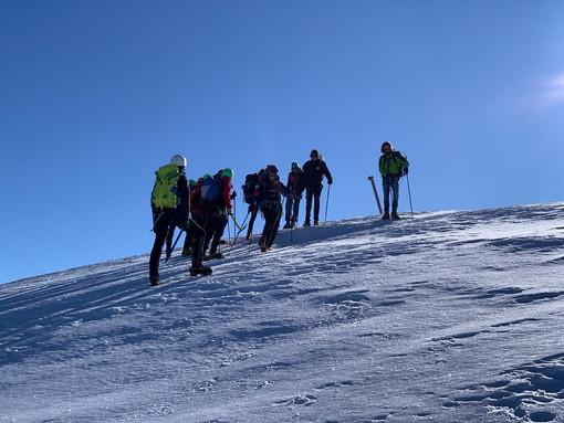 Sette ragazzi intrappolati da ieri al rifugio 'Sanremo' sul Saccarello: il Soccorso Alpino li 'riporta' a Monesi (Foto)