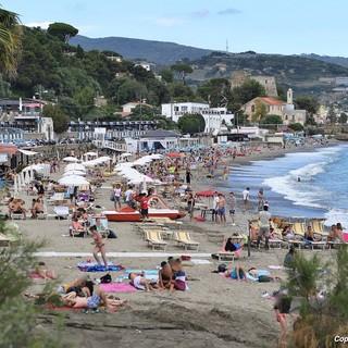 Turismo e commercio: le spiagge stanno lavorando solo nei weekend, arrivano i turisti da fuori ma sono pochi i 'locali'
