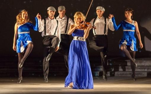 La violinista Saule Kilaite & The Invisible Orchestra ai Giardini Lowe di Bordighera